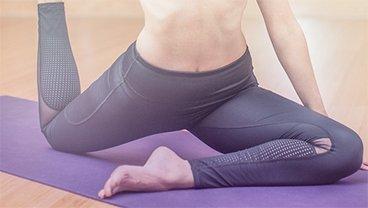 Gymnastik auf der Yogamatte