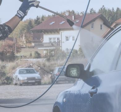 Dampfstrahler bei der Autowäsche